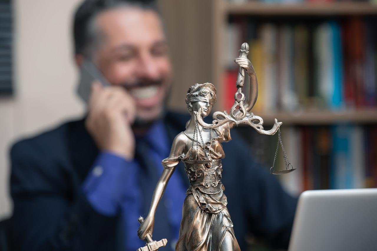 W jakich sytuacjach skorzystać z pomocy prawnej u adwokata