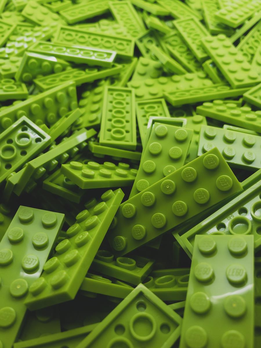 Zabawki konstrukcyjne rozwijają u dzieci wiele potrzebnych umiejętności