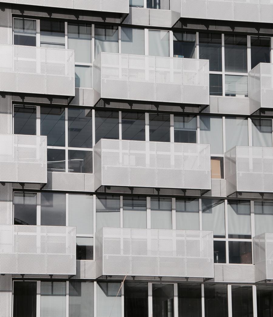 Odpowiednio prezentujące się osłony do zastosowania na balkonach