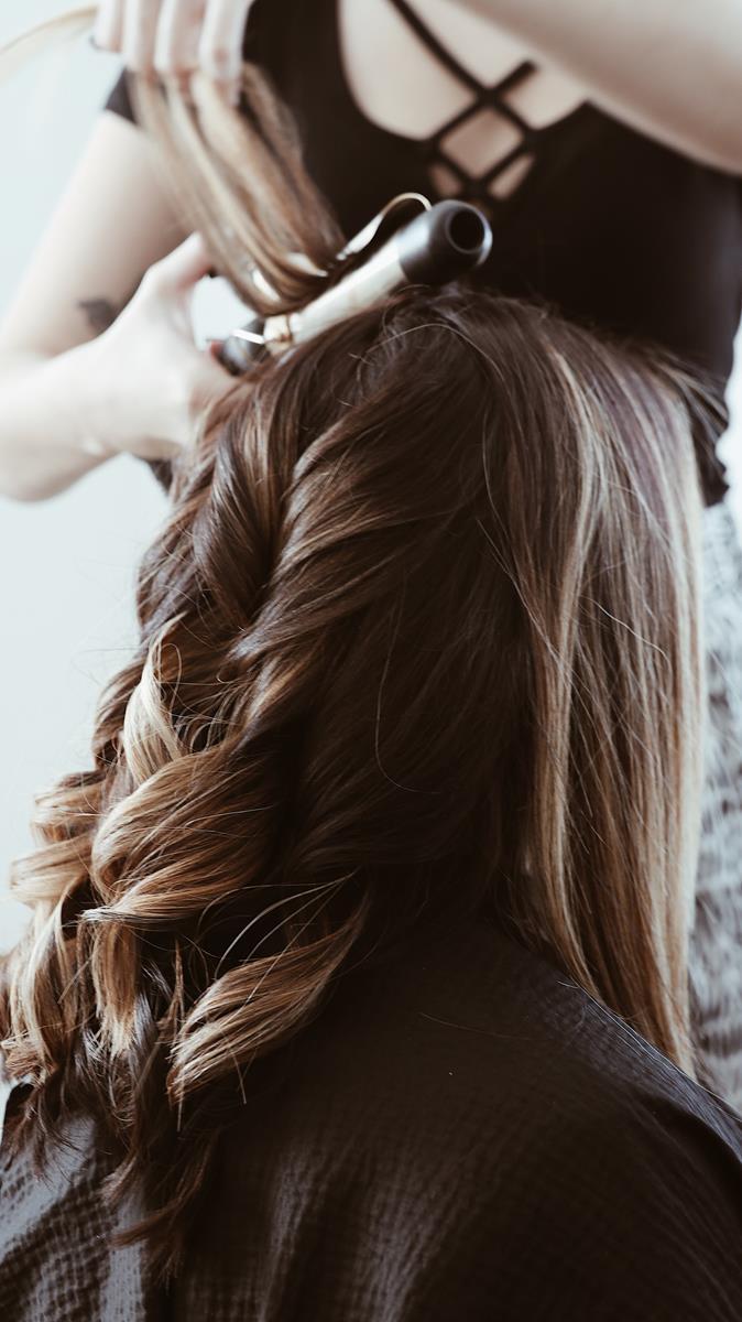 Włosy doczepiane bardzo łatwo można samodzielnie założyć