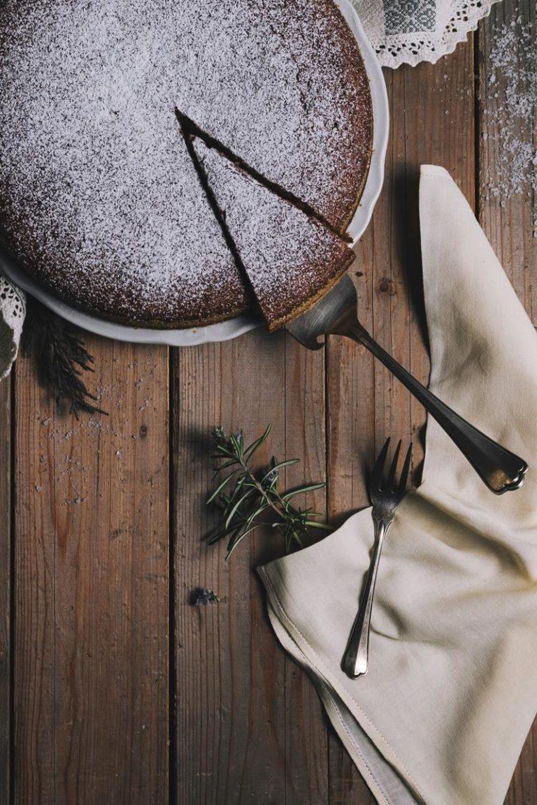 Jak można znaleźć przepisy na efektowne ciasta domowe?