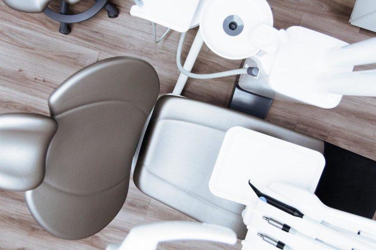 Jak wybierać placówki stomatologiczne?