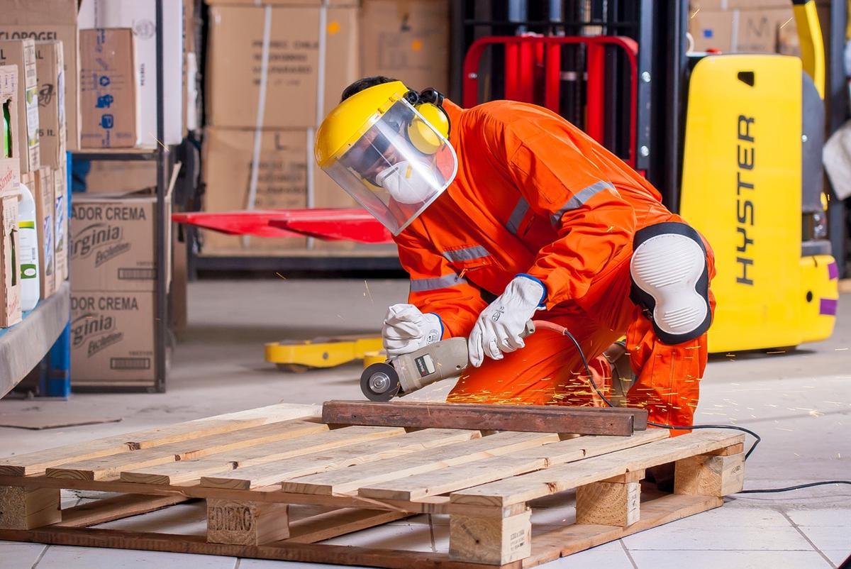 Zasady BHP w zakładach pracy