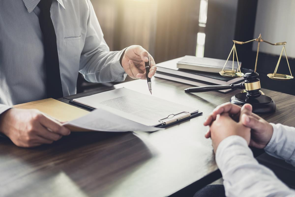 Jakie korzyści płyną ze stałej obsługi prawnej?