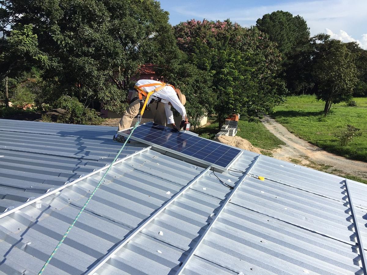 W jaki sposób energia słoneczna jest opłacalna dla firm?